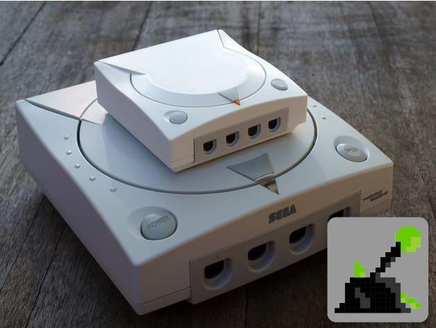Dreamcast Mini en un Dreamcast de tamaño real